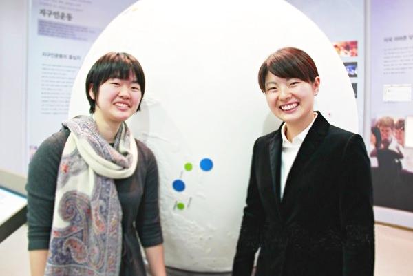 ▲入学式に参加した小林奈津希さん(左)と 姉の由季さん