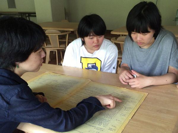 ベンジャミン学校のメンター、技術職員として17年間、西宮市役所に勤務、1級建築士でもある岩田郁子さん(写真左)
