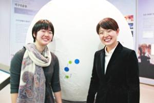 入学式に出席した小林由希、奈津希さん姉妹