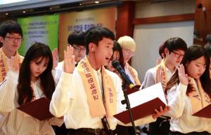 ▲韓国と日本の入学生代表による入学式宣誓